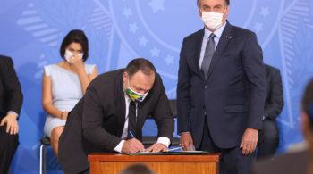 Pazuello e Bolsona protagonizam cenas bizarras na gestão da Saúde; Foto: divulgação