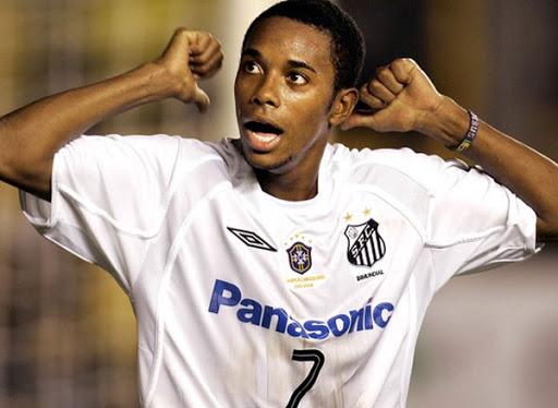 Condenado na Itália por estupro, Robinho chega pra jogar no Santos - Foto: Divulgação