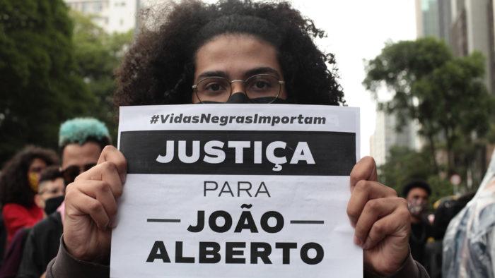 Manifestações contra o racismo em Porto alegre após o assinado de João Alberto, no Carrefour